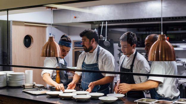Guía con 50 lugares para saborear en Santiago