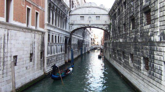 12 destinos 'de puente en puente'